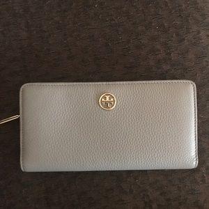 Tory Burch Wallet. BEAUTIFUL!